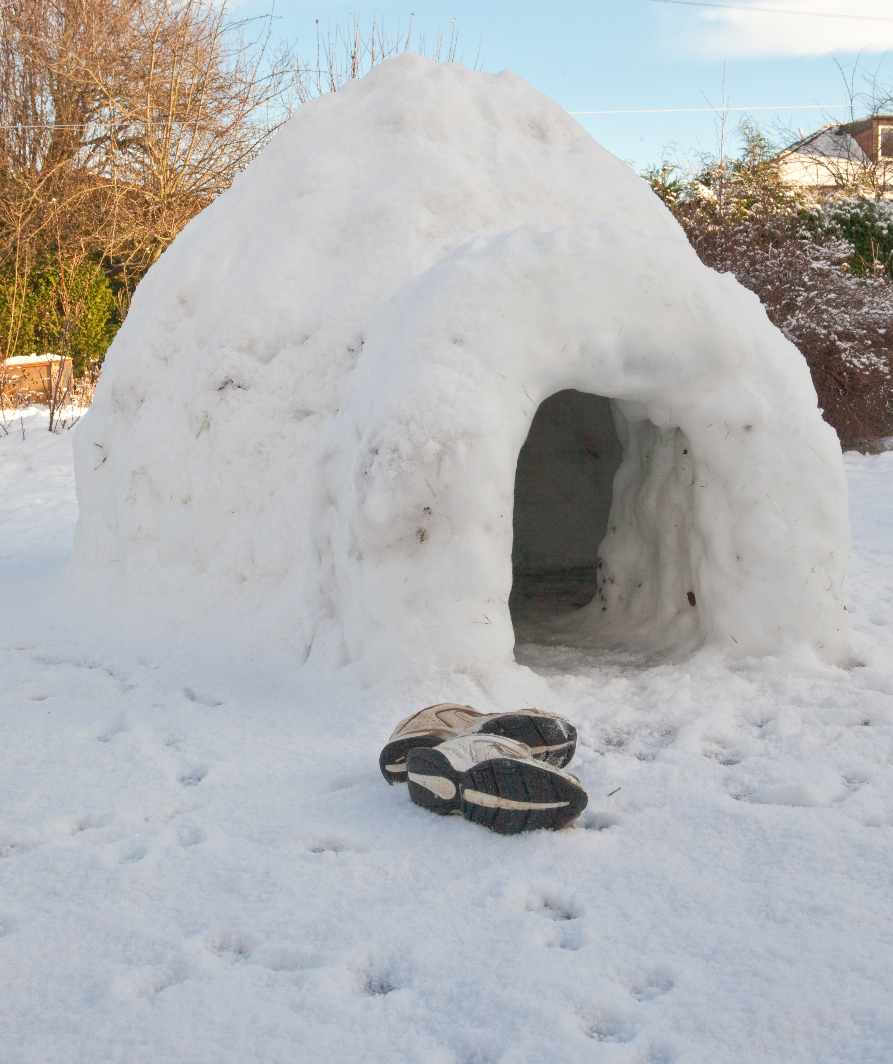 English: An igloo made for fun by teenage boys...