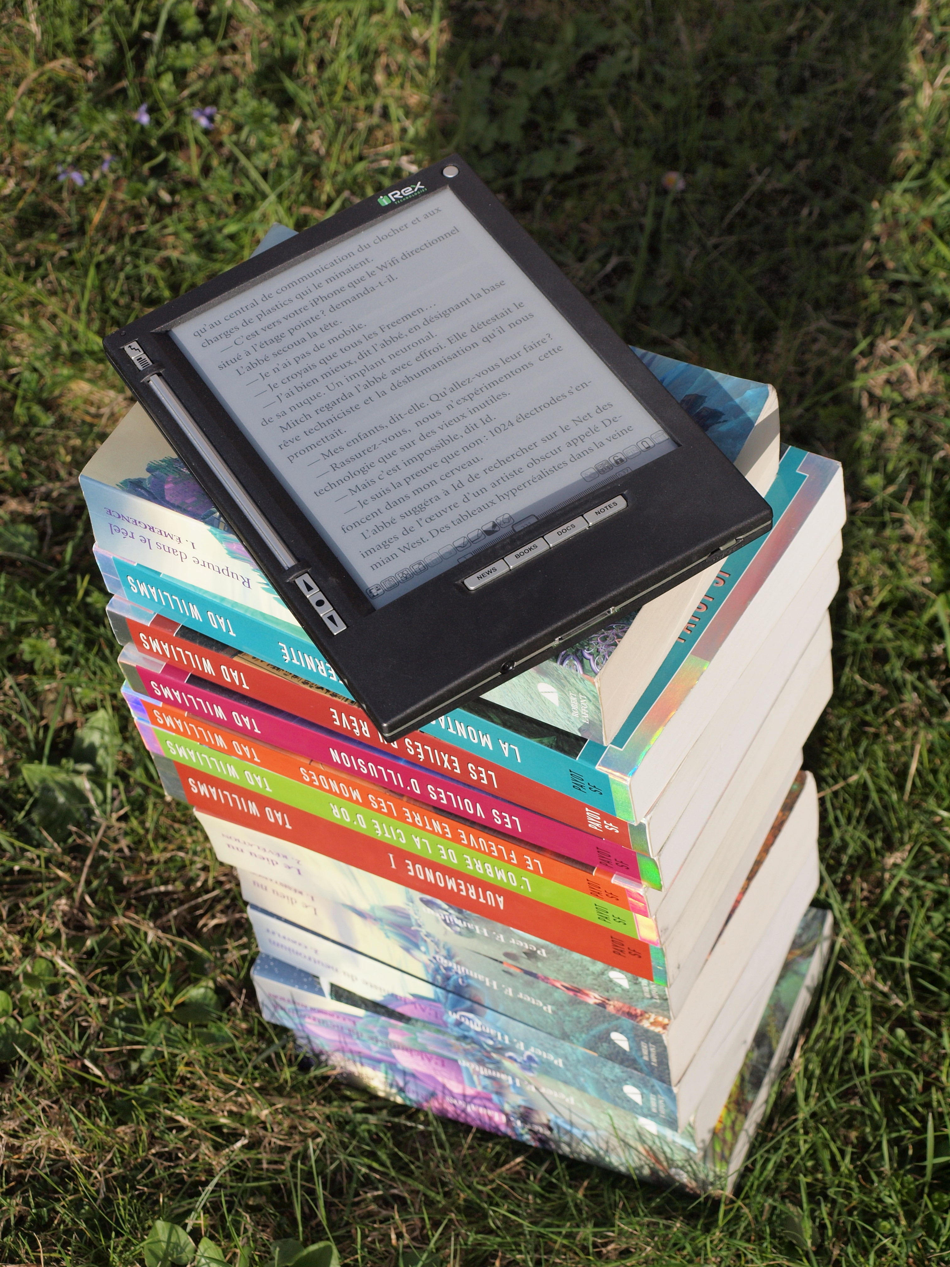 e-reader and print books