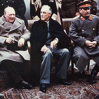 Konferencja w Jałcie w 1945 r. Winston Churchill, Franklin Roosevelt i Józef Stalin.