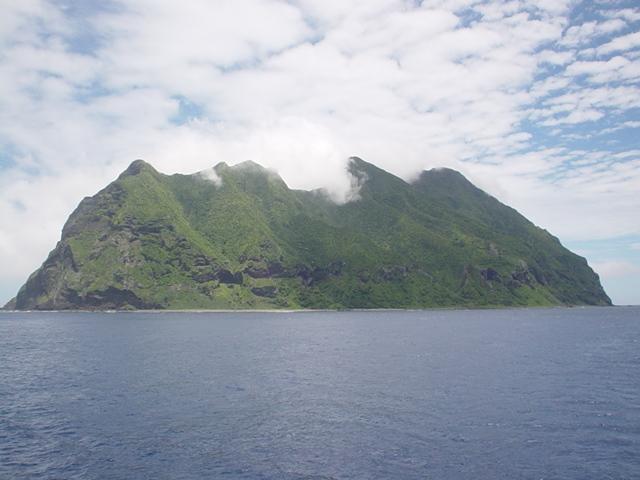 English: The island of Kita Iwojima (Kita-Iōtō...