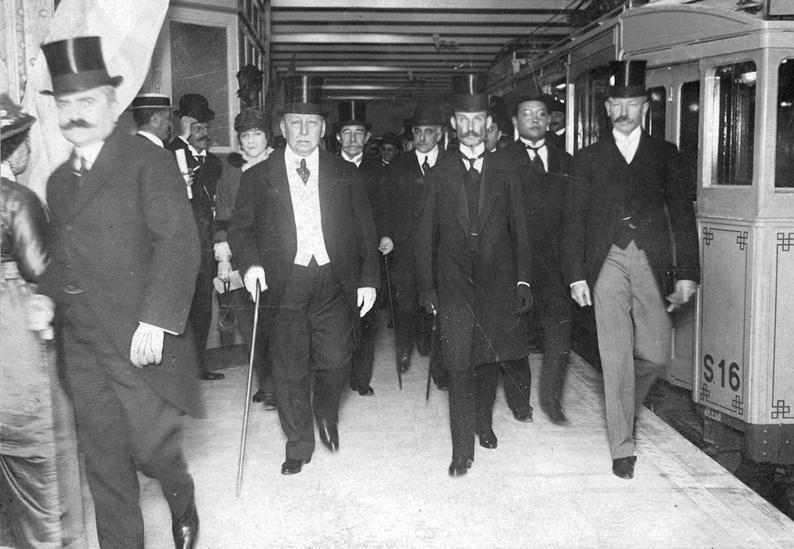 Victorino de la Plaza inaugurando el Subte de Bs As (1913)