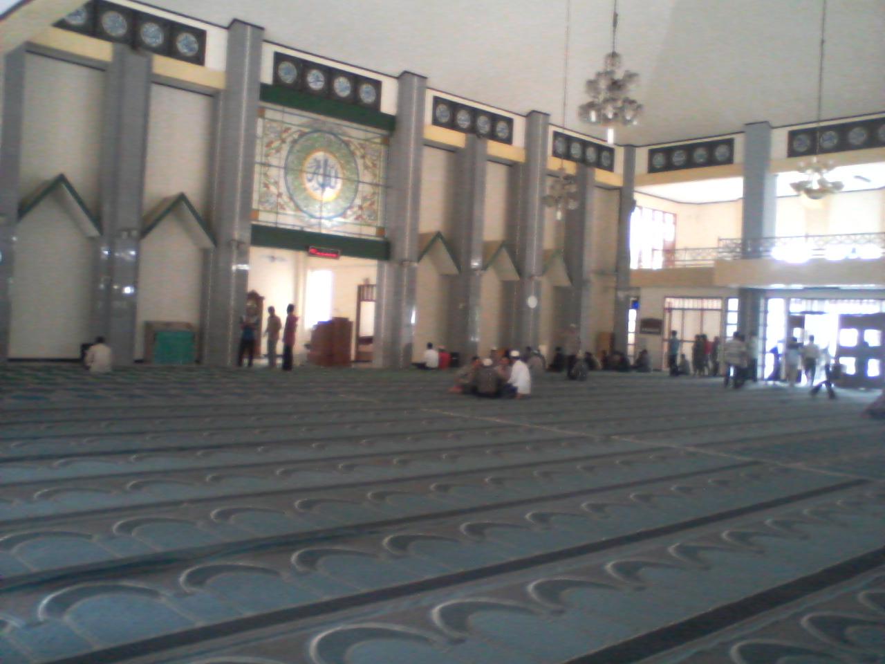 Bahasa Indonesia: Bagian dalam dari masjid Agu...