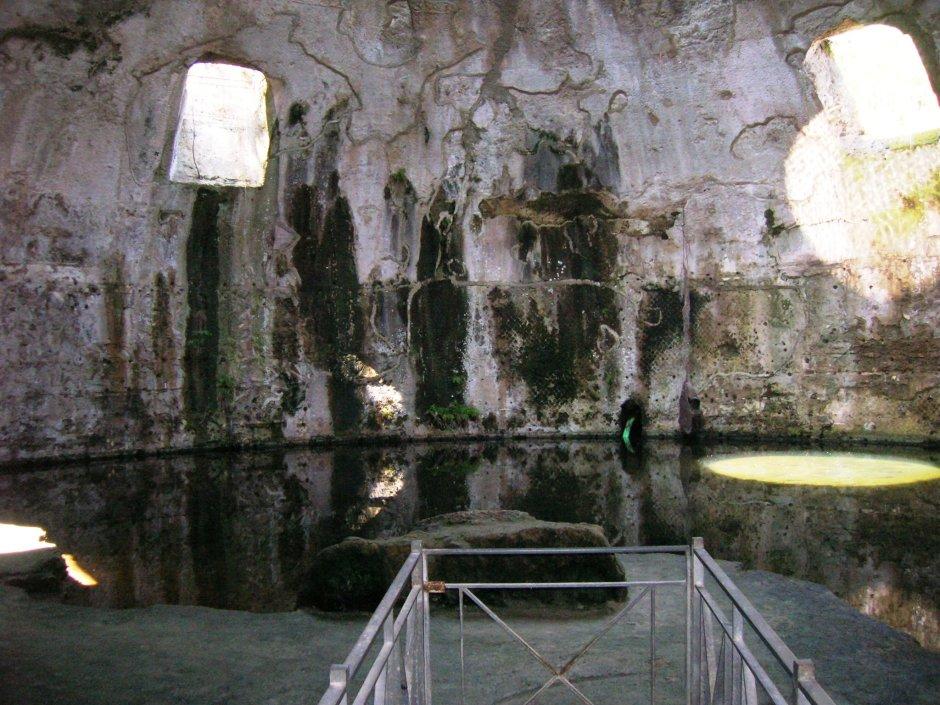 Cúpula do Templo de Mercúrio, Baia, província de Nápoles.