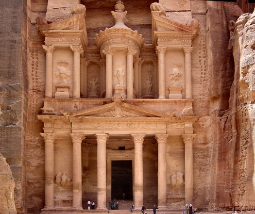 https://i2.wp.com/upload.wikimedia.org/wikipedia/commons/8/83/Treasury_Petra.jpg?resize=525%2C441&ssl=1