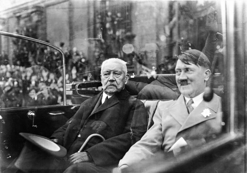 Fájl:Bundesarchiv Bild 102-14569, Berlin, Mai-Feier, Hindenburg und Hitler.jpg