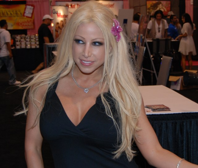 Archivogina Lynn At Exxxotica Miami 2010 Jpg