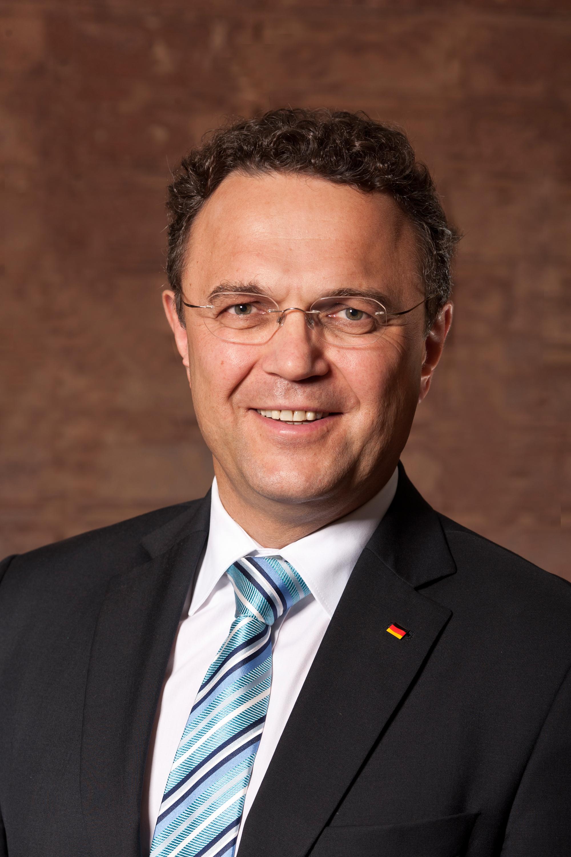 Deutsch: Dr. Hans-Peter Friedrich, Vorsitzende...