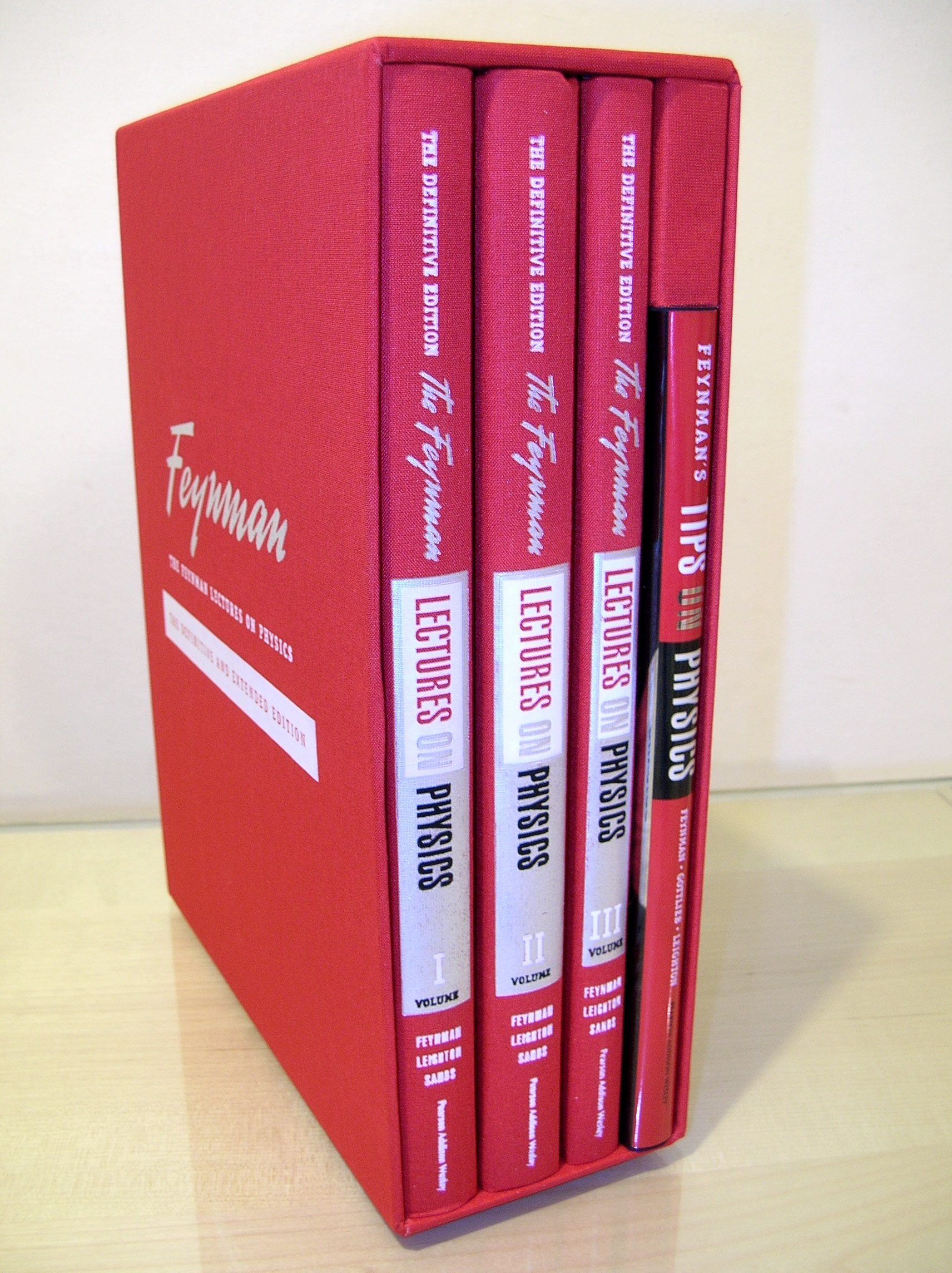 (그림 2) 파인만 강의록 (The Feynman Lectures on Physics). 파인만의 빨간책(The Red Book of Feynman)으로도 불리지요. 불후의 명강의 입니다.