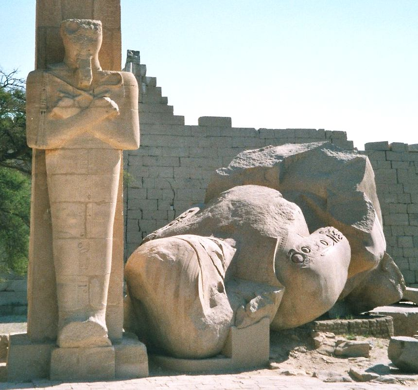 English: Fallen colossus of Ramesses II; Rames...