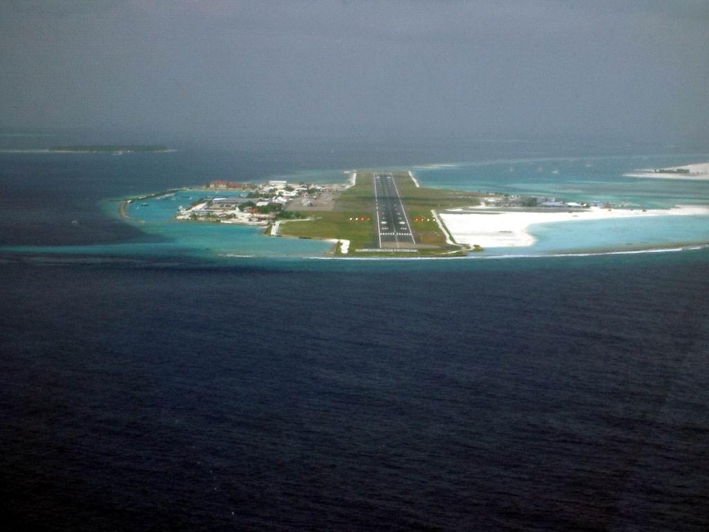 مدرج مطار ابراهيم ناصر بالمالديف - ويكيبيديا