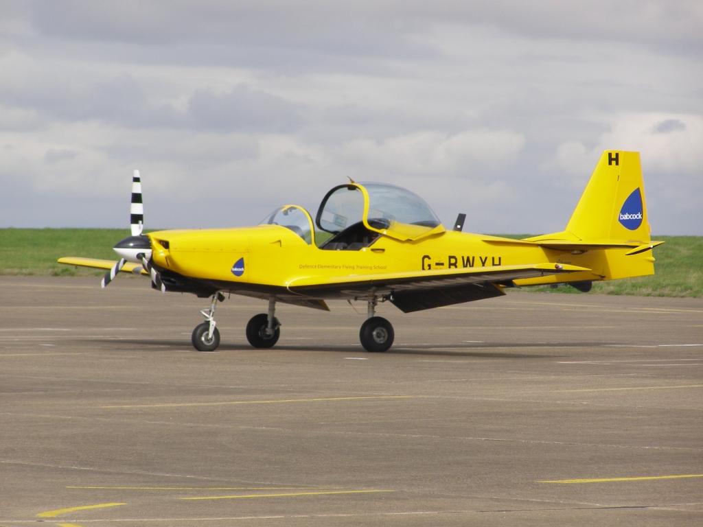 Обои истребители, Royal Air Force, сопровождение, самолеты, Red arrows, транспортный, Airbus A400M Atlas, четырёхмоторный, Красные стрелы. Авиация foto 19