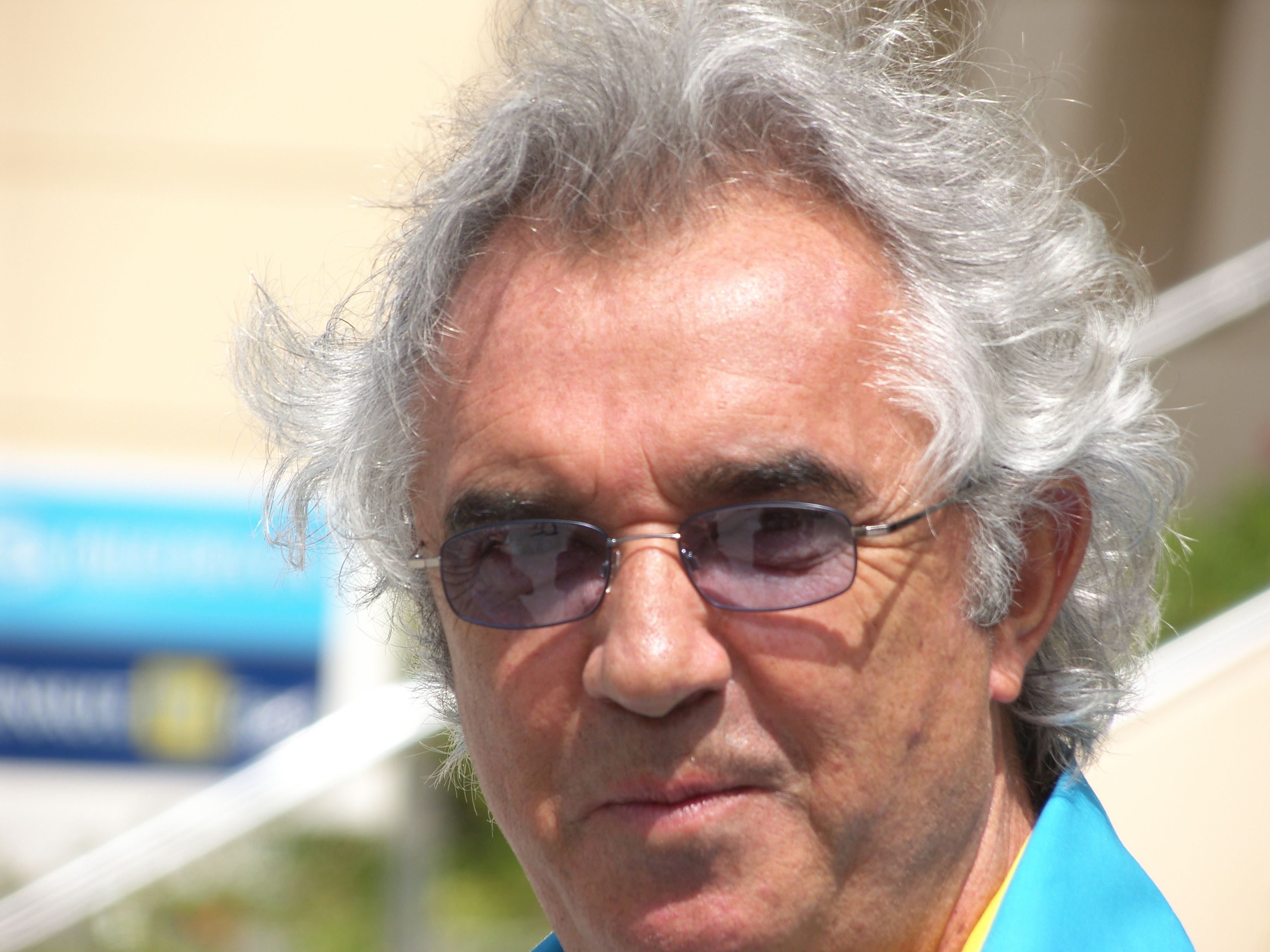 https://i2.wp.com/upload.wikimedia.org/wikipedia/commons/8/8a/Flavio_Briatore.JPG