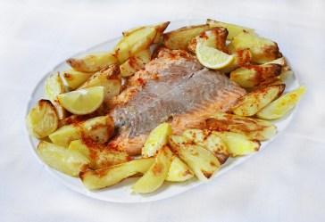 نتيجة بحث الصور عن Skewers of salmon in the oven