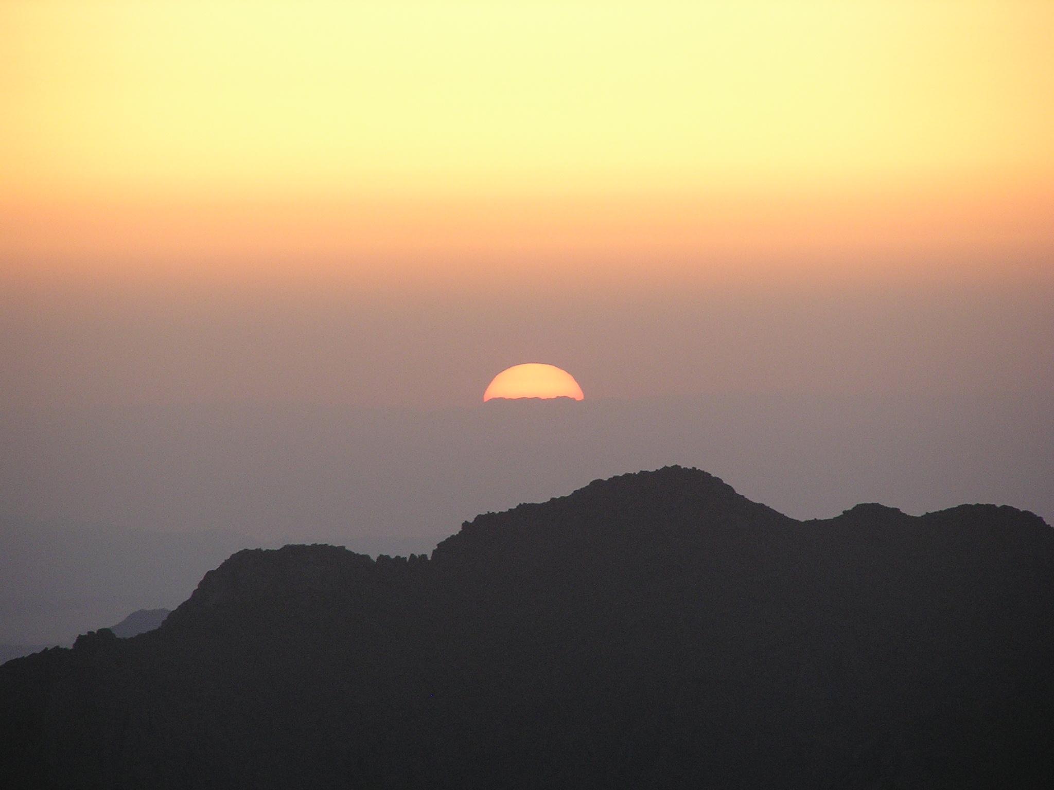 English: Sunrise on Mt. Sinai in Egypt