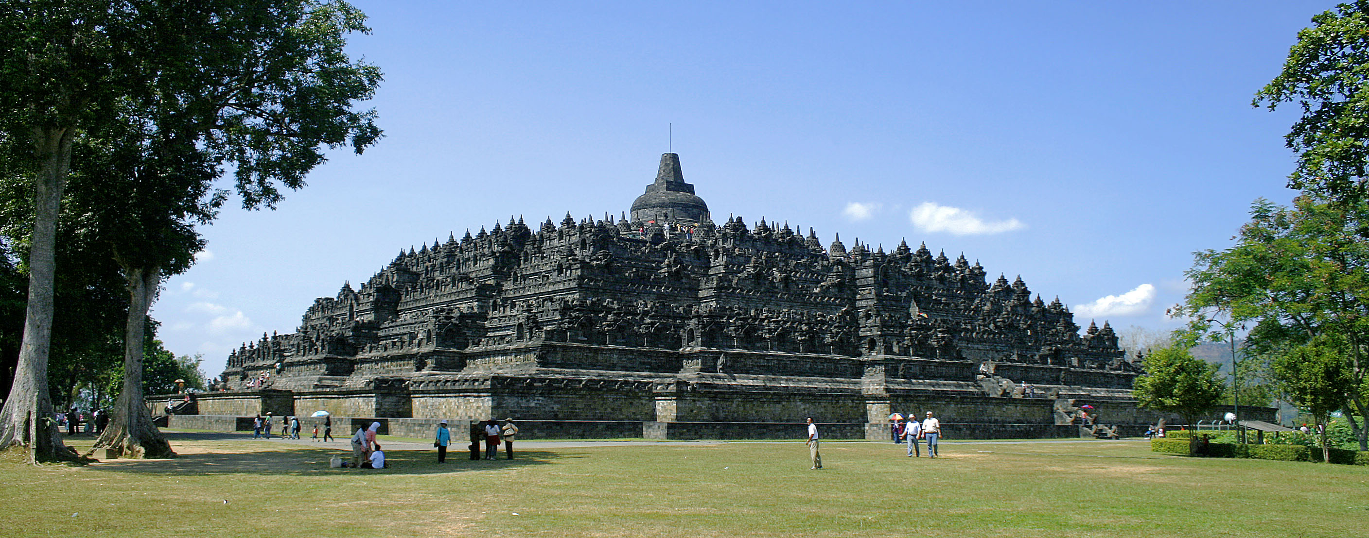 https://i2.wp.com/upload.wikimedia.org/wikipedia/commons/8/8c/Borobudur-Nothwest-view.jpg
