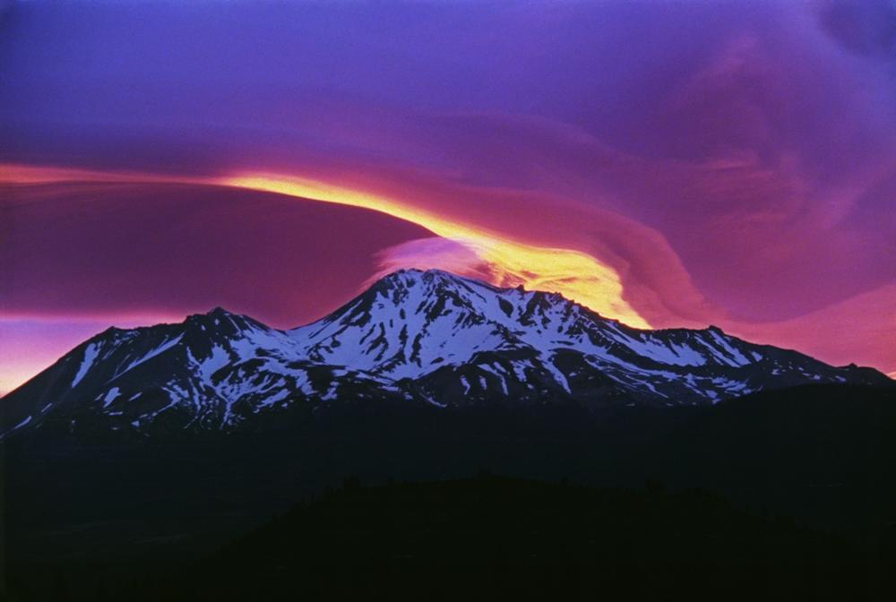 https://i2.wp.com/upload.wikimedia.org/wikipedia/commons/8/8c/Sunrise_on_Mount_Shasta.jpg