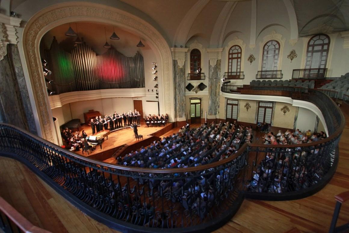 Sala de Concertos do Conservatório de Musica Giuseppe Verdi, se você gosta de música, é o melhor lugar para estudar em Turim. - By Anonymous (webast) [Public domain], via Wikimedia Commons.