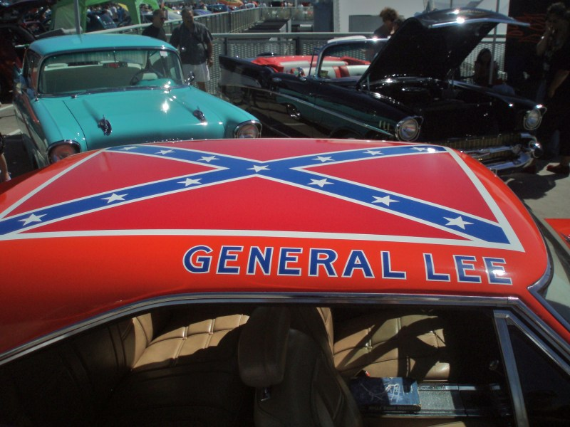 1969 pontiac cars » General Lee  car    Wikipedia The Confederate battle flag painted on the roof