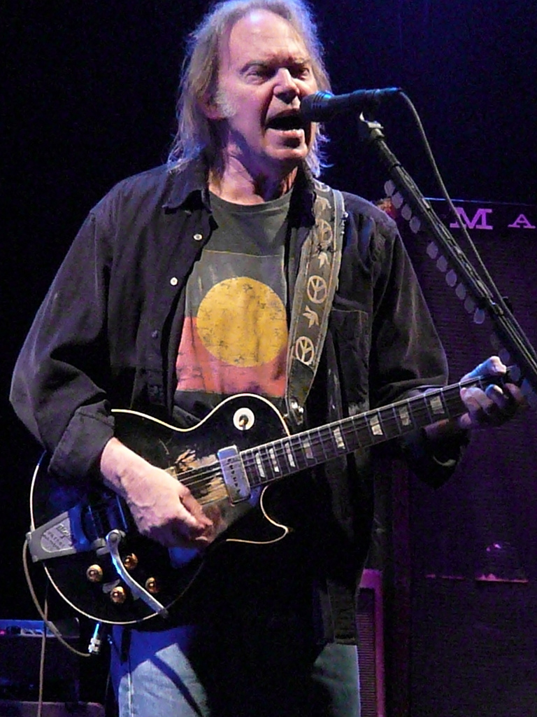 http://upload.wikimedia.org/wikipedia/commons/8/8e/Neil_Young_in_Nottingham_2009_(c).jpg