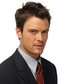 https://i2.wp.com/upload.wikimedia.org/wikipedia/commons/8/8f/Josh_Duhamel_2.jpg