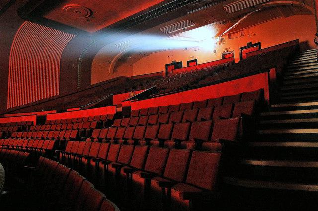 https://i2.wp.com/upload.wikimedia.org/wikipedia/commons/9/90/A.B.C_Cinema_derelict_interior,_Wakefield,_UK_1048321_1ef100d3-by-philld.jpg