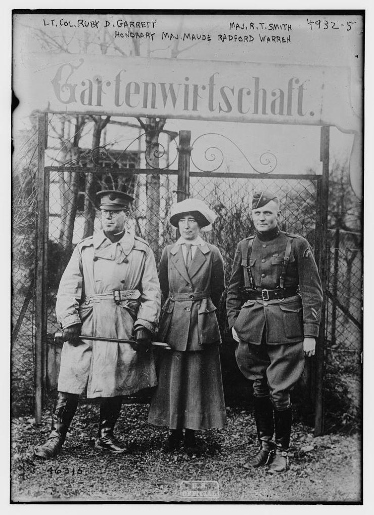 Lt. Col. Ruby Dwight Garrett%2C Honorary Maj. Maude Radford Warren%2C Maj. R.T. Smith In 1919 - Maude Radford Warren - Bakı xatirələri