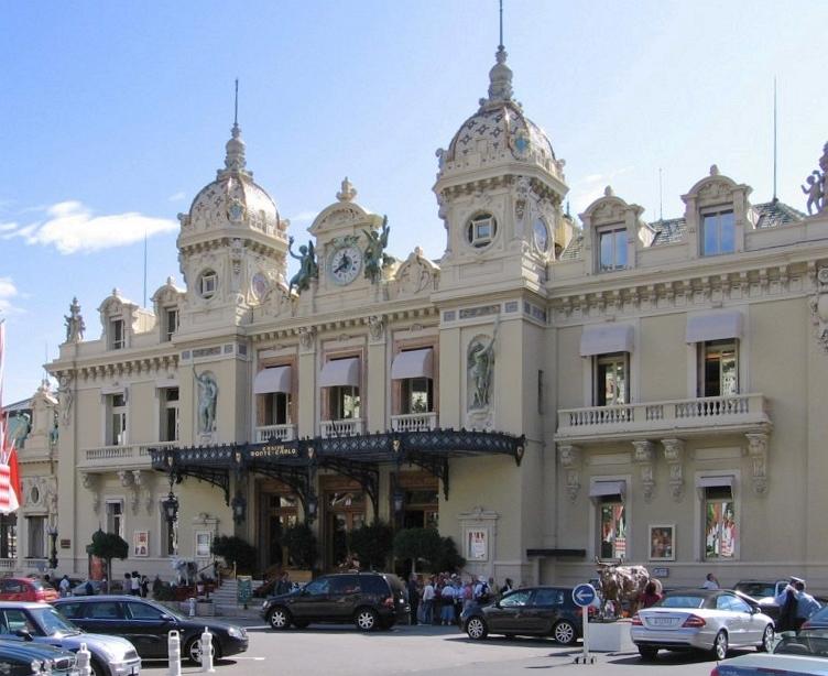 """Monaco-CasinoMonteCarlo"". Lizenziert unter Gemeinfrei über Wikimedia Commons - https://commons.wikimedia.org/wiki/File:Monaco-CasinoMonteCarlo.jpg#/media/File:Monaco-CasinoMonteCarlo.jpg"
