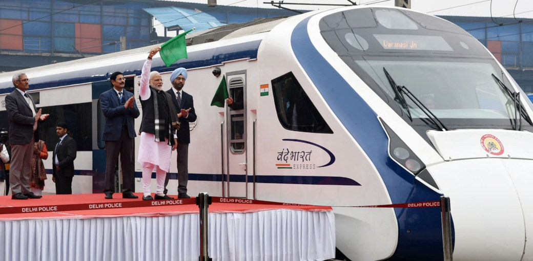 "The_Prime_Minister,_Shri_Narendra_Modi_flagging_off_the_first_Semi_High_Speed_Train_""Vande_Bharat_Express"",_at_New_Delhi_Railway_Station_on_February_15,_2019.jpg (2146×1054)"