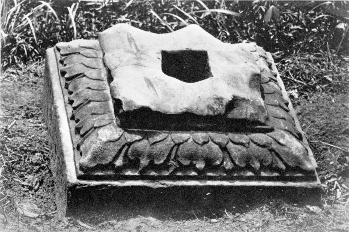 Berkas:COLLECTIE TROPENMUSEUM Sokkel vermoedelijk afkomstig van een Hindoe-tempel in de omgeving van Djambi district Rawas Sumatra TMnr 60002823.jpg