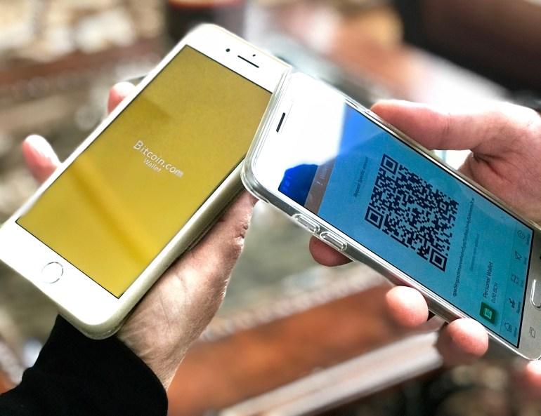 Archivo:Bitcoin Cash wallets on mobile phones.jpg - Wikipedia, la ...