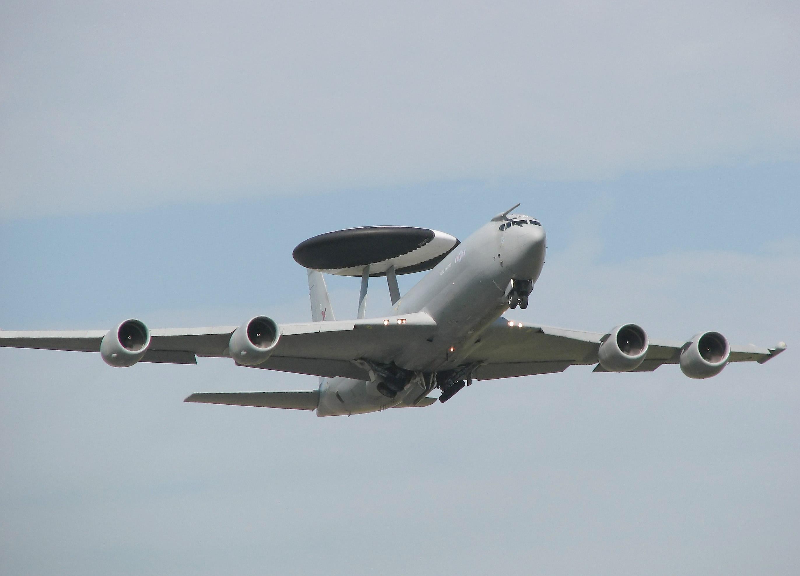 Обои истребители, Royal Air Force, сопровождение, самолеты, Red arrows, транспортный, Airbus A400M Atlas, четырёхмоторный, Красные стрелы. Авиация foto 16