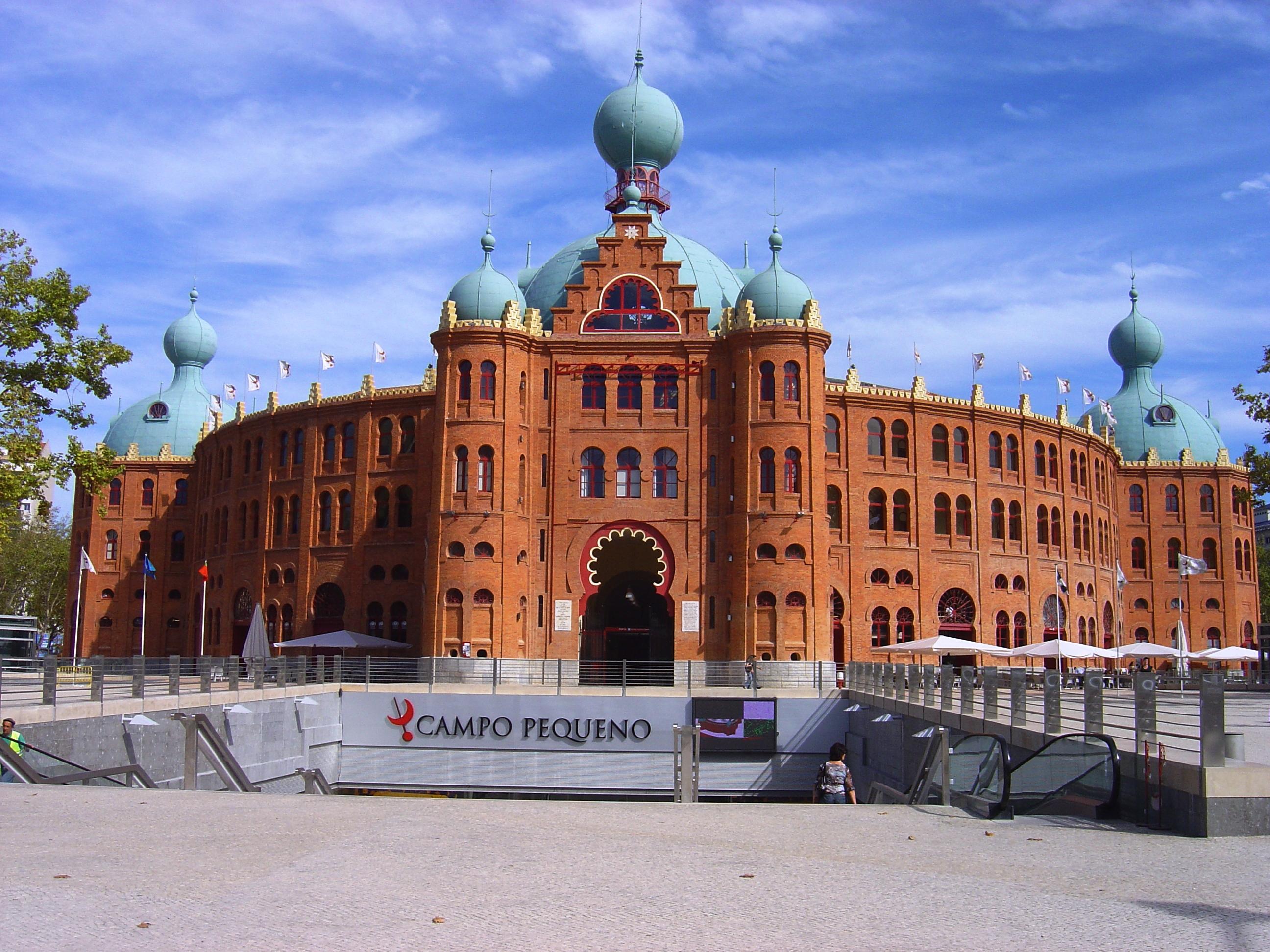 https://i2.wp.com/upload.wikimedia.org/wikipedia/commons/9/96/Campo_Pequeno_Lisboa.JPG