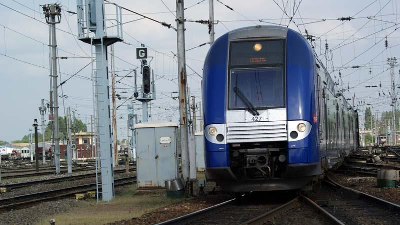 File:Z26553-554 arrive a Amiens.JPG