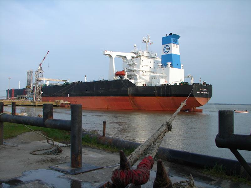 File:Oil tanker moored in Saint-Nazaire.jpg