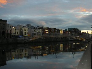File:Dublin Ireland Night.JPG