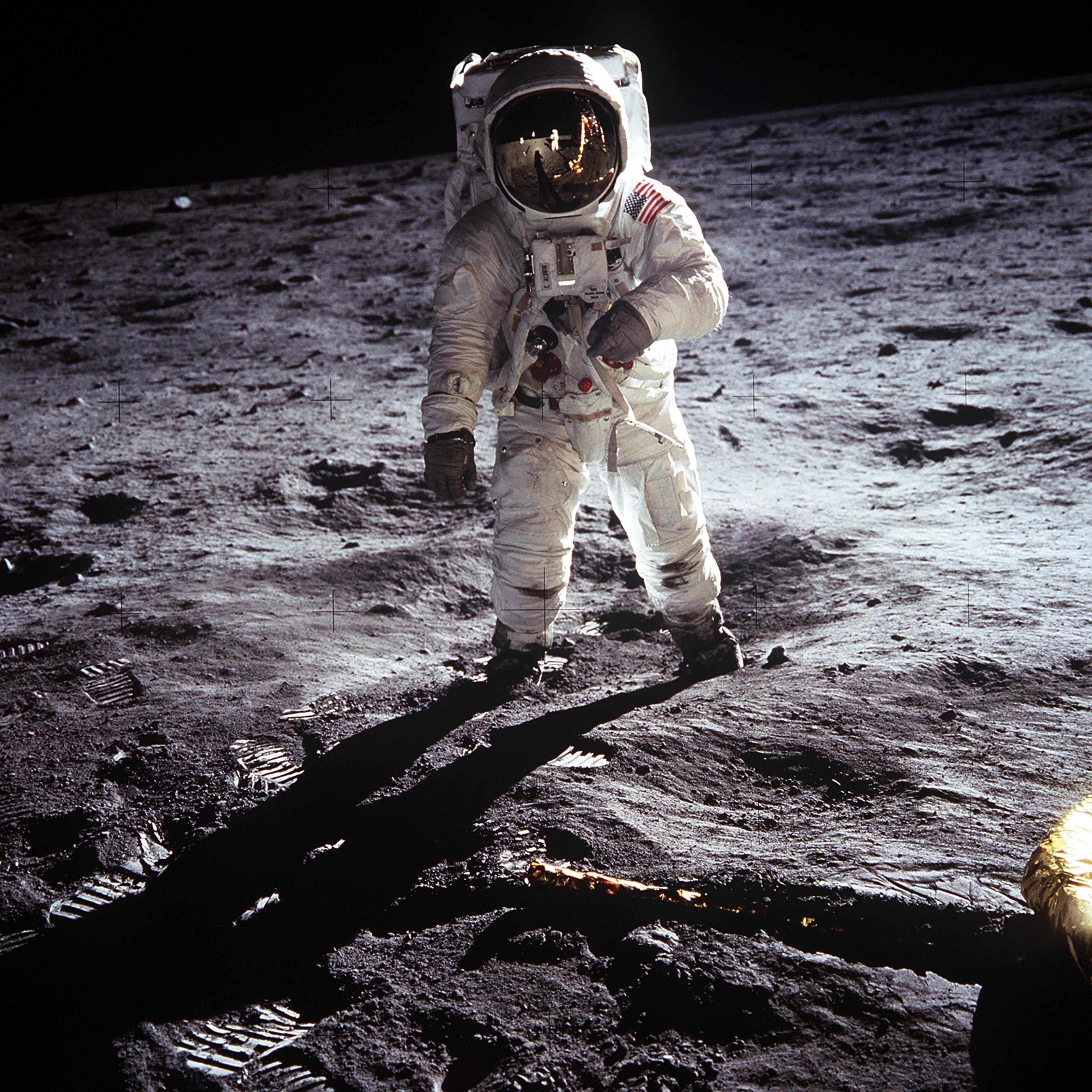 Den här bilden är tagen på månen - och är fri för vem som helst att använda. Foto: Neil Armstrong