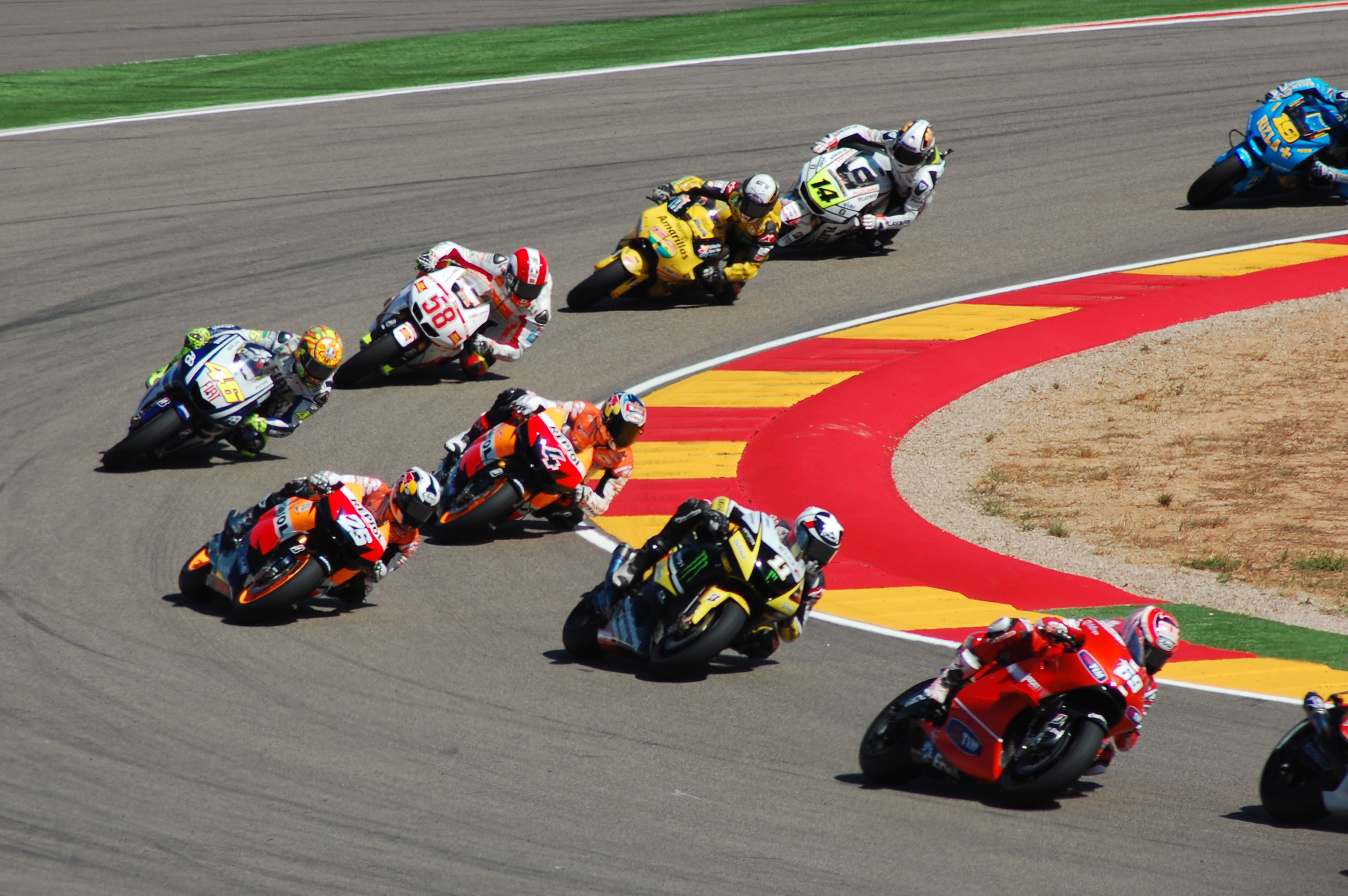 Carrera_MotoGP_Motorland_2010.jpg (3008×2000) Motogp