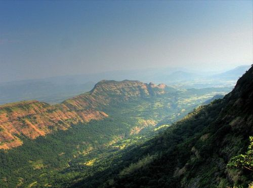 https://i2.wp.com/upload.wikimedia.org/wikipedia/commons/9/9c/Deccan_Traps_Matheran.jpg?resize=500%2C371
