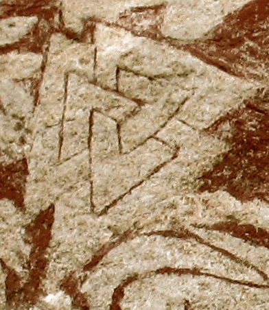 https://i2.wp.com/upload.wikimedia.org/wikipedia/commons/9/9c/Sacrificial_scene_on_Hammars_-_Valknut.png