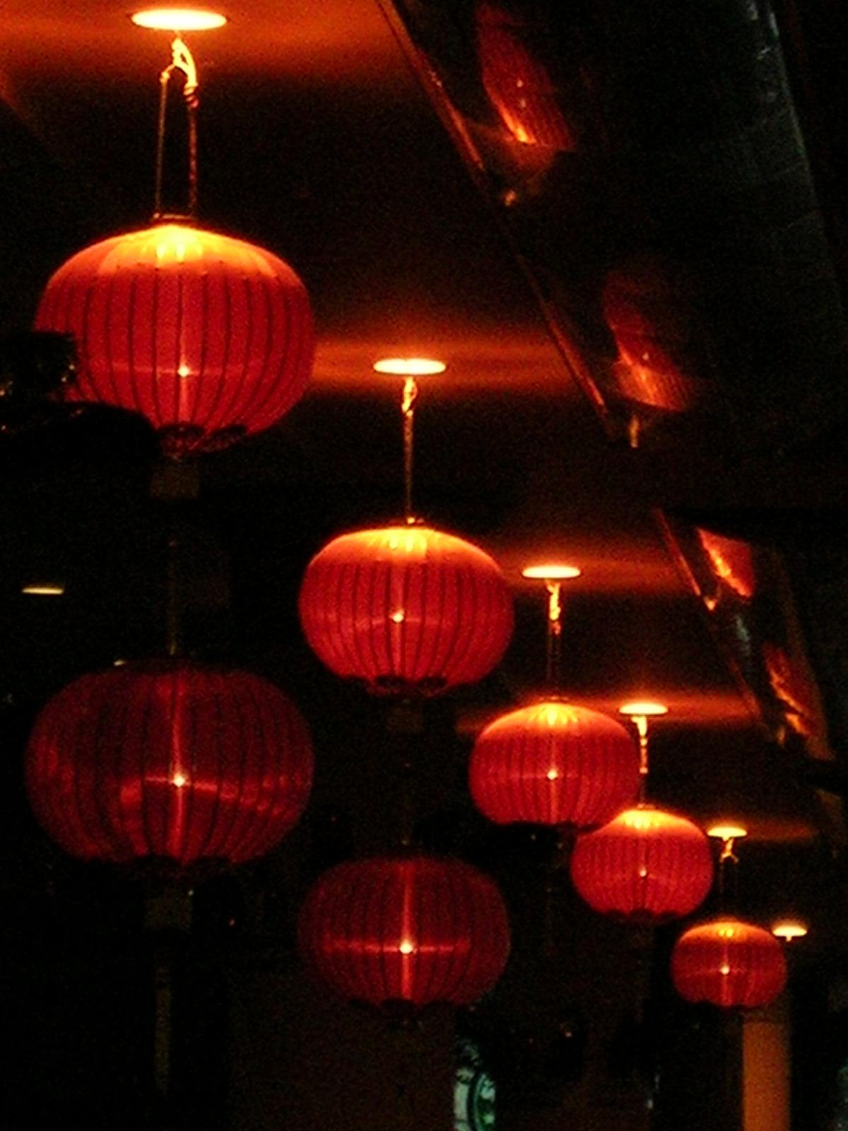https://i2.wp.com/upload.wikimedia.org/wikipedia/commons/9/9e/Red_lanterns.JPG