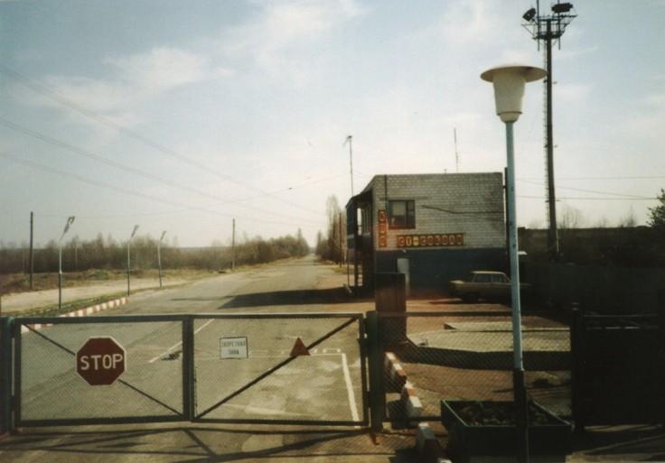 File: Masuk ke zona keterasingan sekitar Chernobyl.jpg