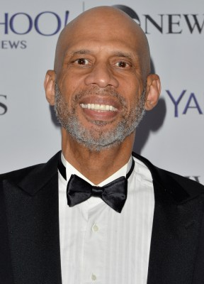 https://i2.wp.com/upload.wikimedia.org/wikipedia/commons/a/a0/Kareem_Abdul-Jabbar_May_2014.jpg?resize=288%2C400&ssl=1