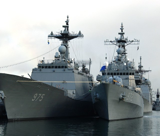 Filerepublic Of Korea Destroyers Yi Ddg 975 And Euljimundok Ddg 972