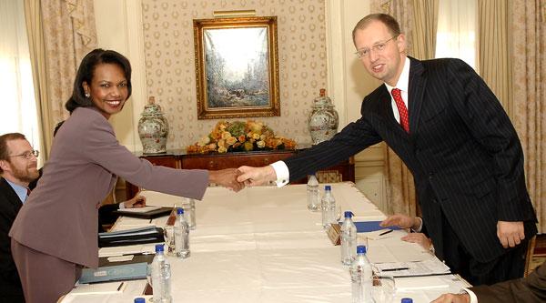 Rice - Yatsenyuk 2007 09 23 ukraine 600.jpg