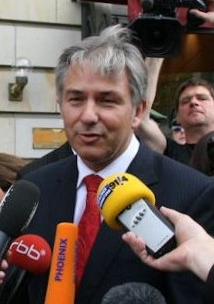 English: Mayor Klaus Wowereit in an interview ...