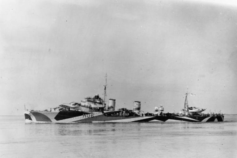 English: British destroyer HMS Hurricane (H06)...