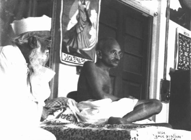 File:Gandhi Abbas Tyabji.jpg