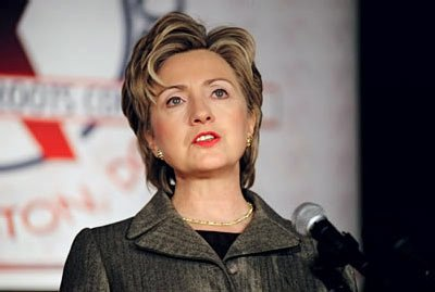 https://i2.wp.com/upload.wikimedia.org/wikipedia/commons/a/a5/Hillary_Clinton_speaking_at_Families_USA.jpg
