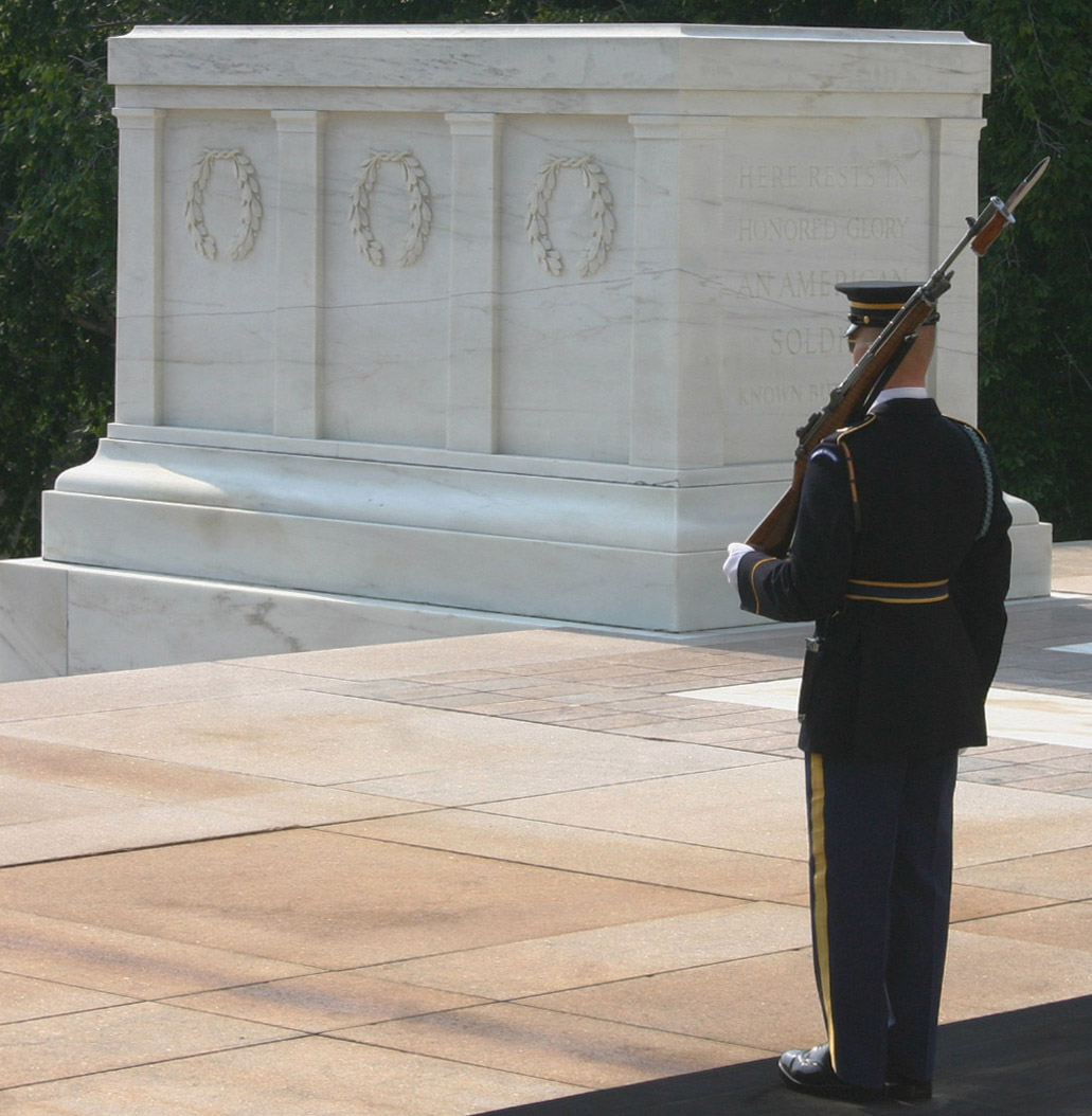 Tomb of the Unknown soldiers at Arlington Nati...