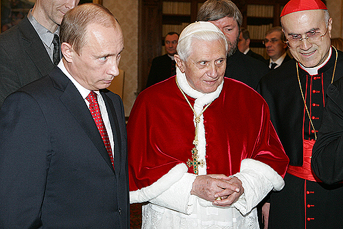 English: VATICAN. With Pope Benedict XVI. Русс...